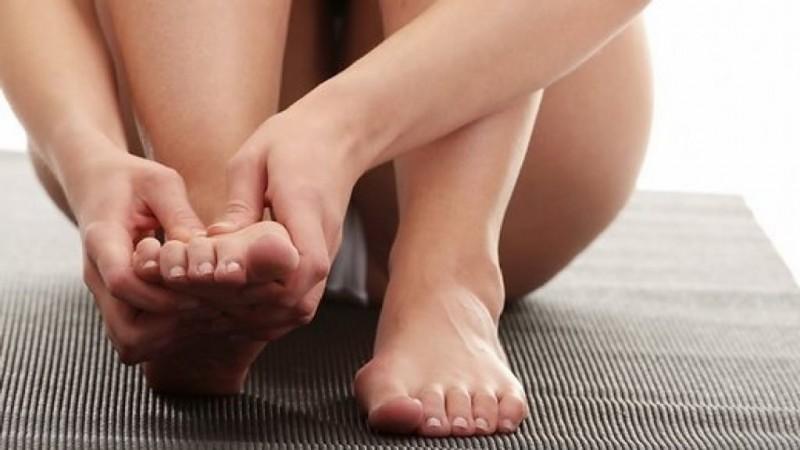 Почему отекает правая нога